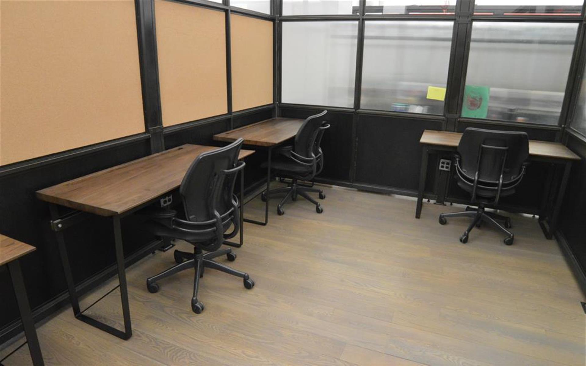 BLENDER WORKSPACE - 6 Desk Private Office Suite