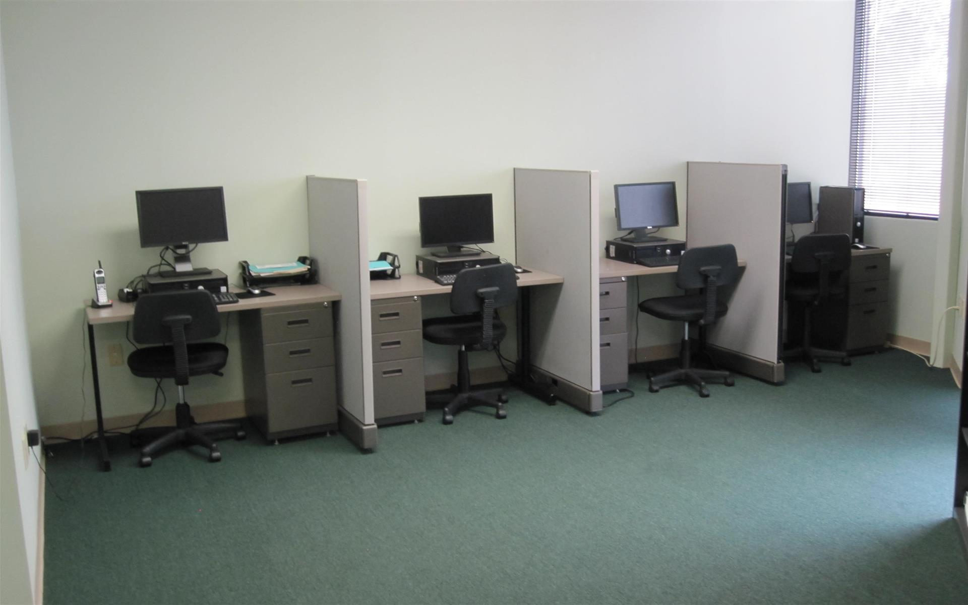 AMS Business and Training Center - Dedicated desk