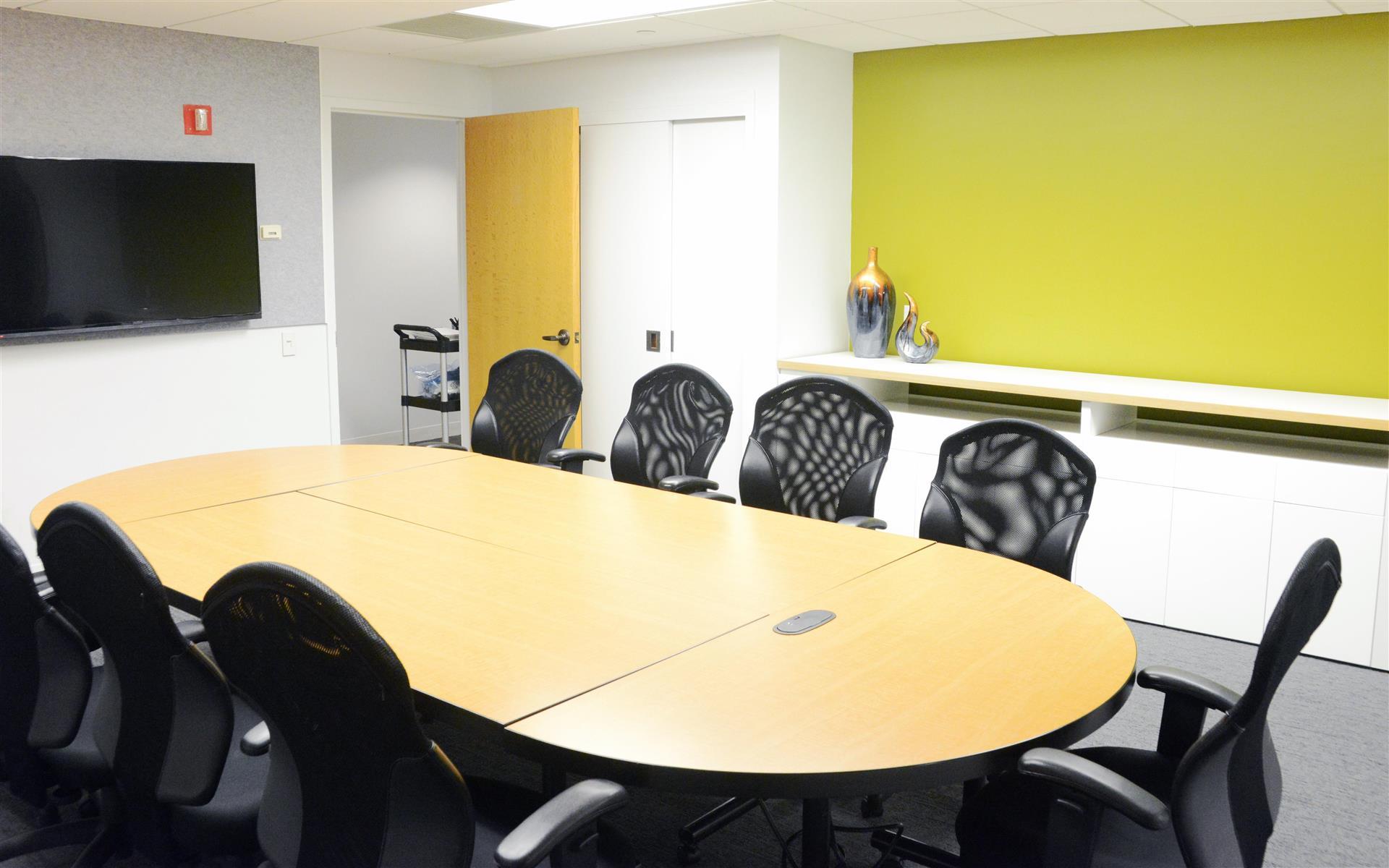 Focus Suites of Philadelphia - Green Room Suite