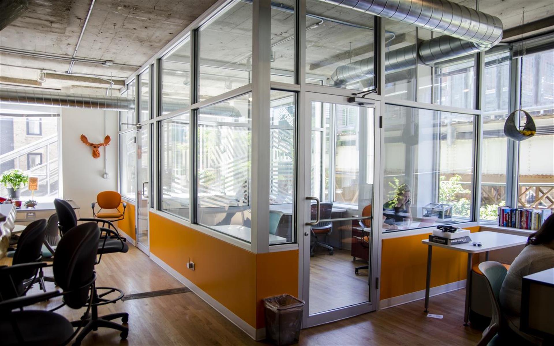 NextSpace River North (Chicago) - Corner Glass Atrium