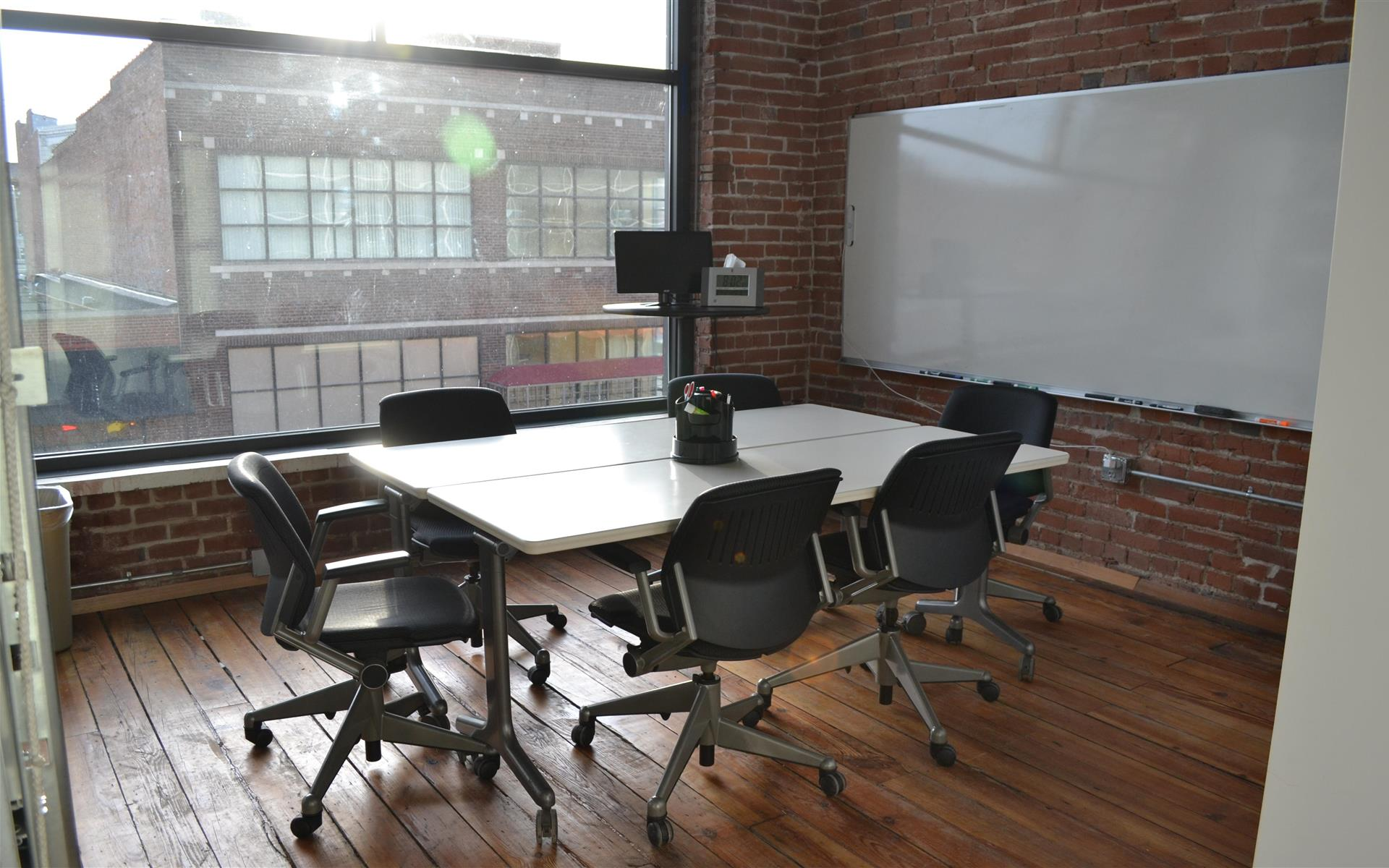 Think Big Coworking - Meeting Room 2D