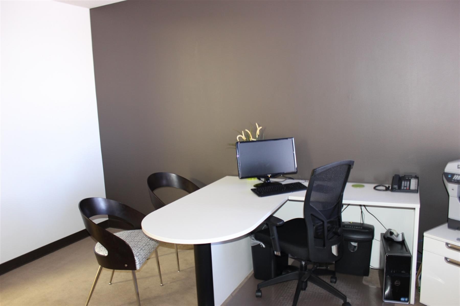 Courtyard Business Center - Model Office