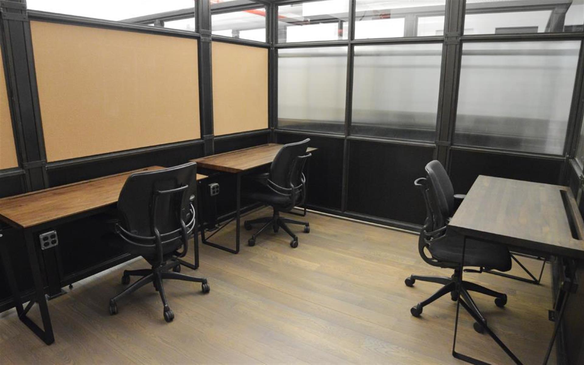 BLENDER WORKSPACE - 5 Desk Private Office