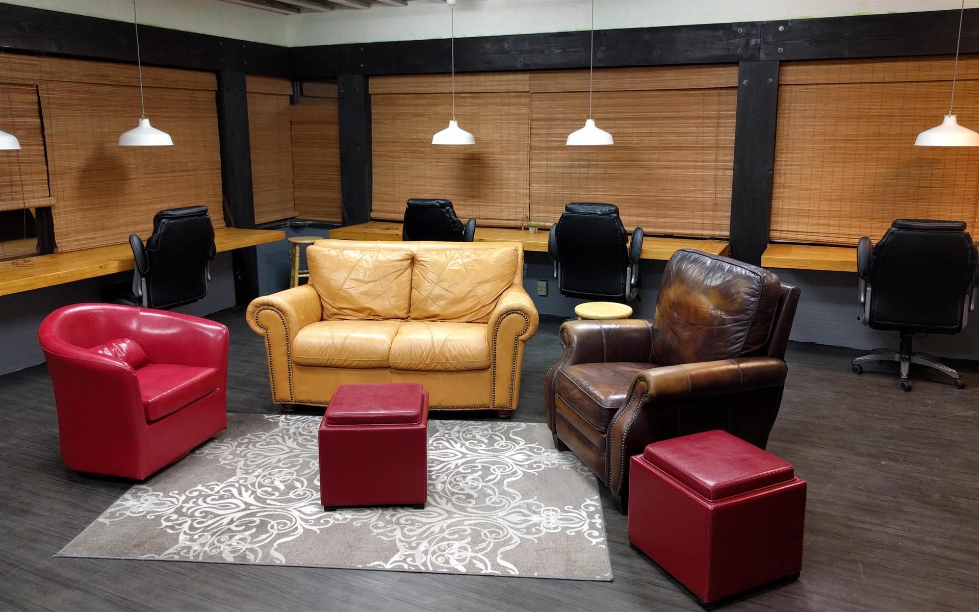 Aurora Meeting Space (Entire Unit & Free Parking) - Aurora Meeting Space, Entire Unit 650ft2