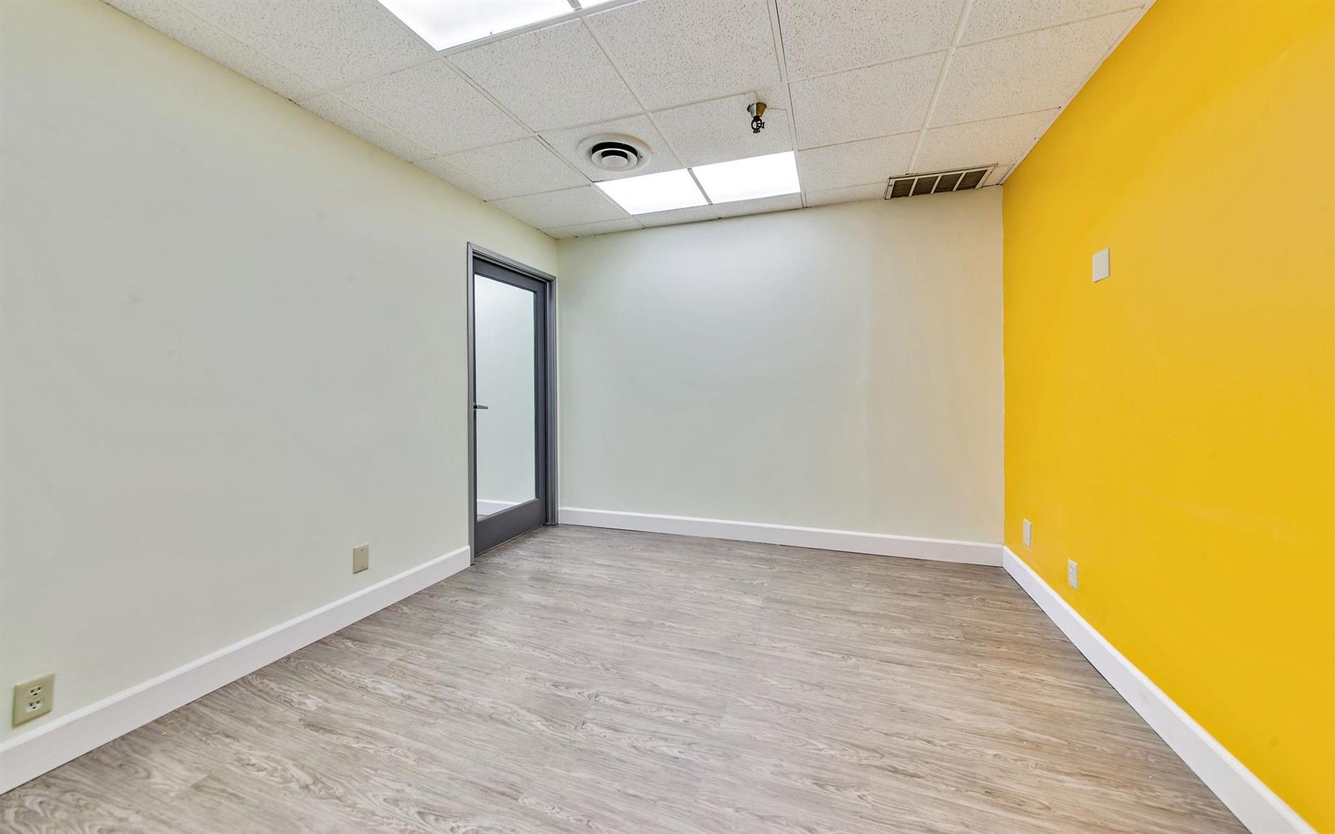 16200 Ventura Blvd. - Team Office 214