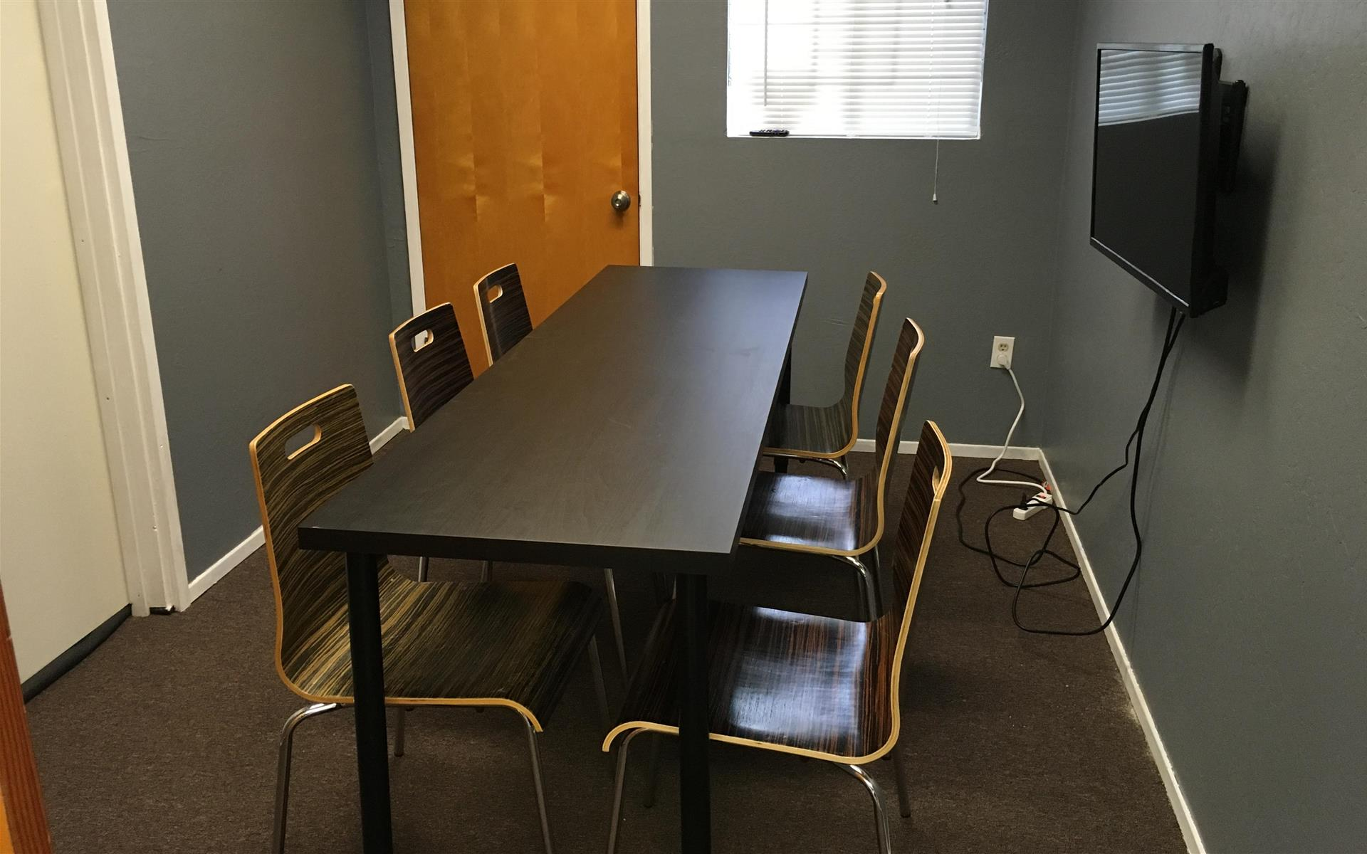 Cotton CORE Spaces - Conference Room for 4(150 Mbps Internet)