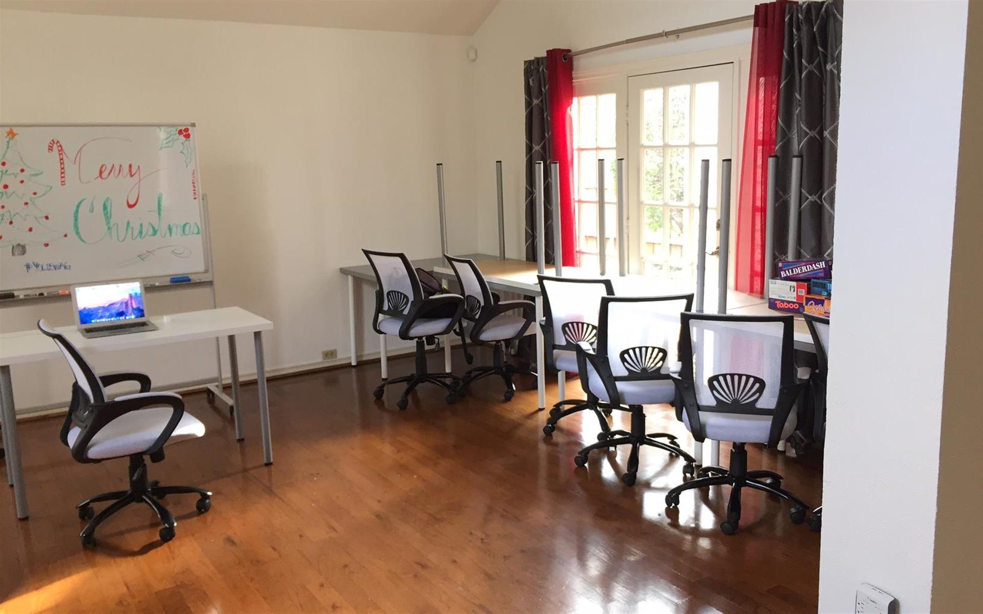 Charming Co-Working - Co-Working Space in Addison