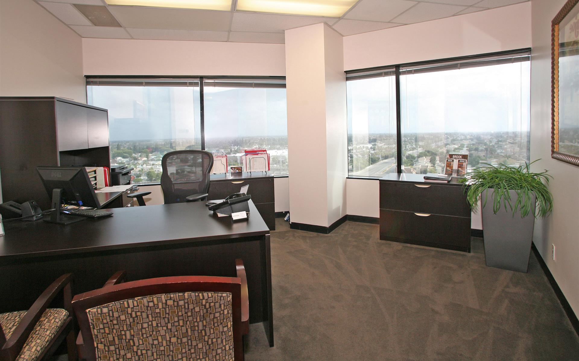 (HBP) Huntington Beach Plaza - Exterior Office