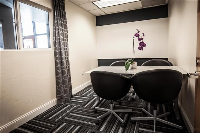 Design Spaces - Coworking Office - Mountain View Conference Room (1-6ppl)