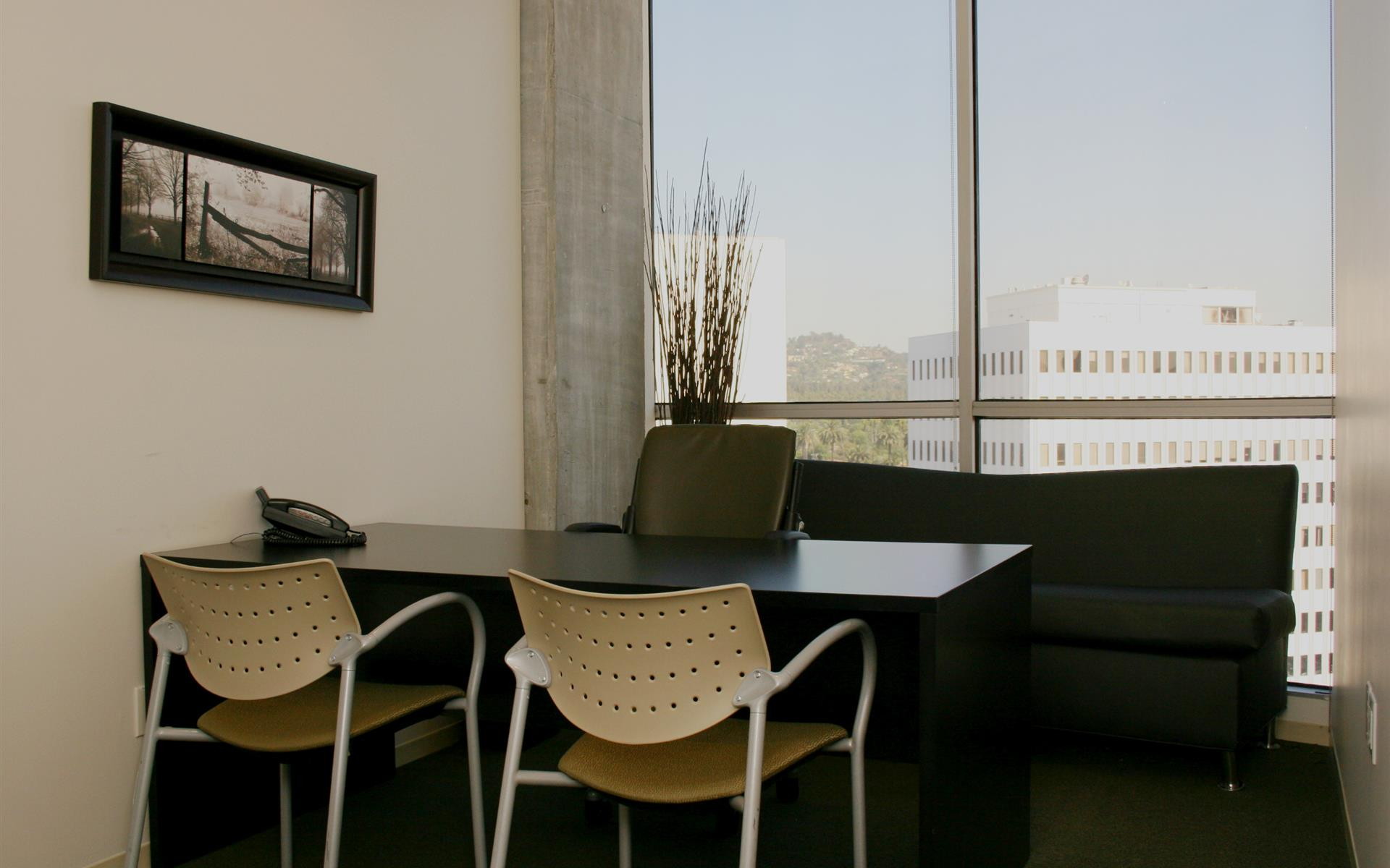 (BH2) Beverly Hills Triangle 2 - Exterior Office